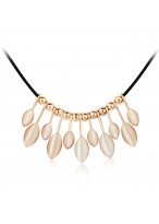 Fashionable Miss Leaves Opal Short Collar Bone Necklace