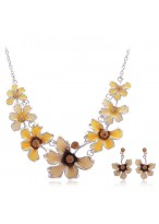 Women'S Fashionable Rhinestone Short Collar Bone Necklace