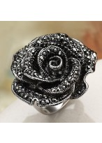 Fashionable Black Rose Zircon Dimaond nlaid Ring