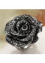 Fashionable Black Rose Zircon Dimaond nlaid Ring