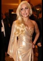 Weibliche Gaga Spitzenfront Lange Wellen Synthetische Perücke